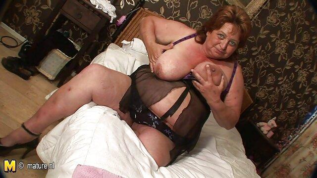 Des lesbiennes luxueuses montrent de beaux seins et caressent des film porno streaming vf chattes