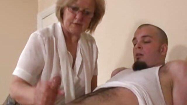 Une chienne avec un beau corps branle habilement le pénis d'un ami et reçoit beaucoup de sperme film porno avec scenario