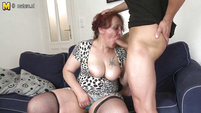 Un passager aux cheveux roux suce une bite film porno streaming vf et lèche des couilles au conducteur.