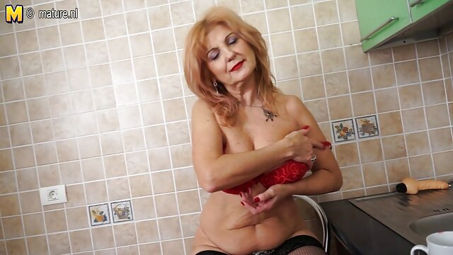 Babe en chaussettes branle sa chatte bien entretenue avec porno français entier des vibrateurs et se met à l'orgasme