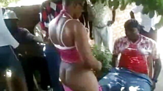 Deux copines ont sucé le pénis d'un homme et film porno gourmandix se sont donné à baiser