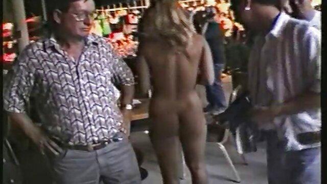 Biker baise un rocker aux gros seins dans la bouche et dans le cul à film porno vidéo gratuit l'extérieur