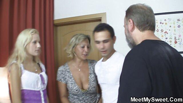 Une femme mature avec un film porno anissa beau corps a fait une pipe maison et baisée avec un jeune homme